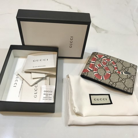 95a1bf8339c0 @julmarrob. 7 months ago. Austin, United States. Authentic Men's Gucci  Kingsnake GG Wallet 100% Authentic Gucci Beige/Ebony GG Supreme ...