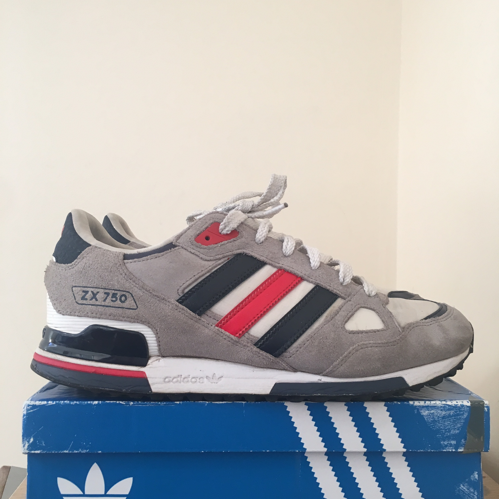 détaillant en ligne c35a7 2c31a Adidas Zx750 Trainers. Nice white red and blue... - Depop