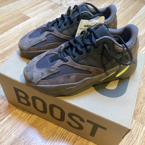 3f1230c726862 RESERVED YEEZY BOOST 700 MAUVE COLOURWAY NEW IN BOX WITH - Depop