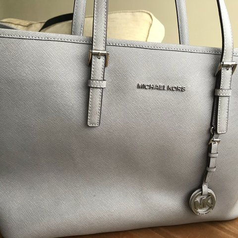 1c9a40f24ac4 Selling my original Michael Kors tote bag in excellent and a - Depop