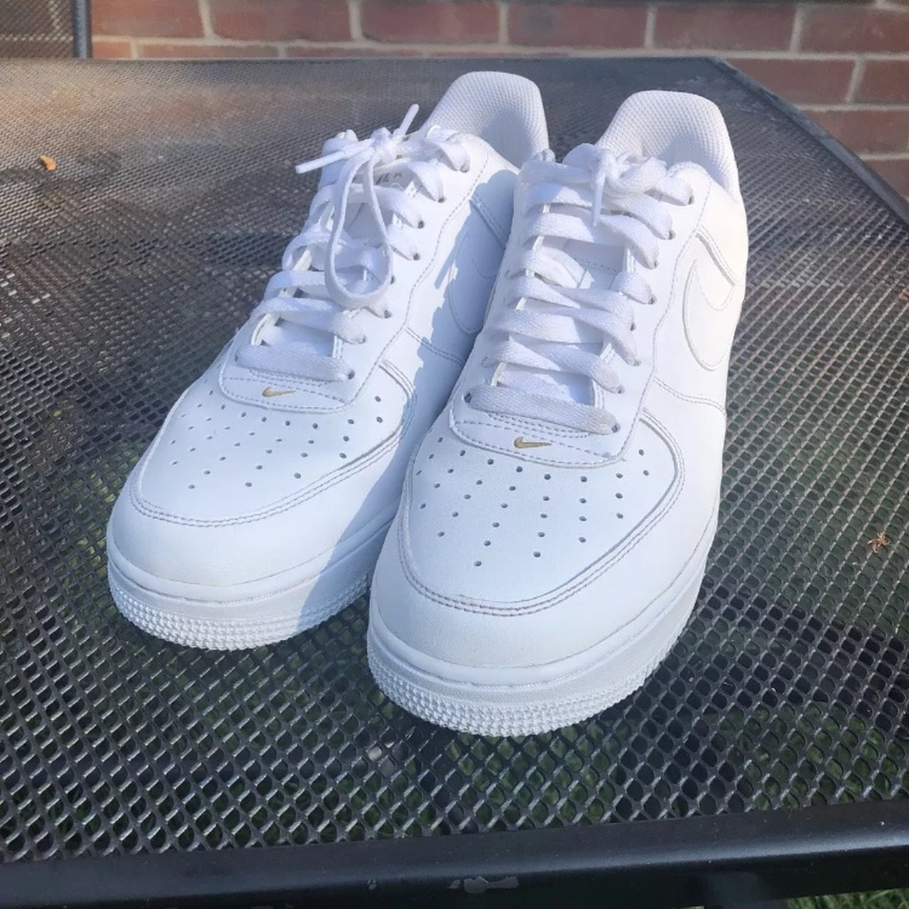Restringir Mercurio contaminación  Nike white and gold AF1 '82 This item is like new... - Depop