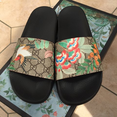 5e81cf4ced9979 Mens Gucci Tian Print slides. Very lightly worn