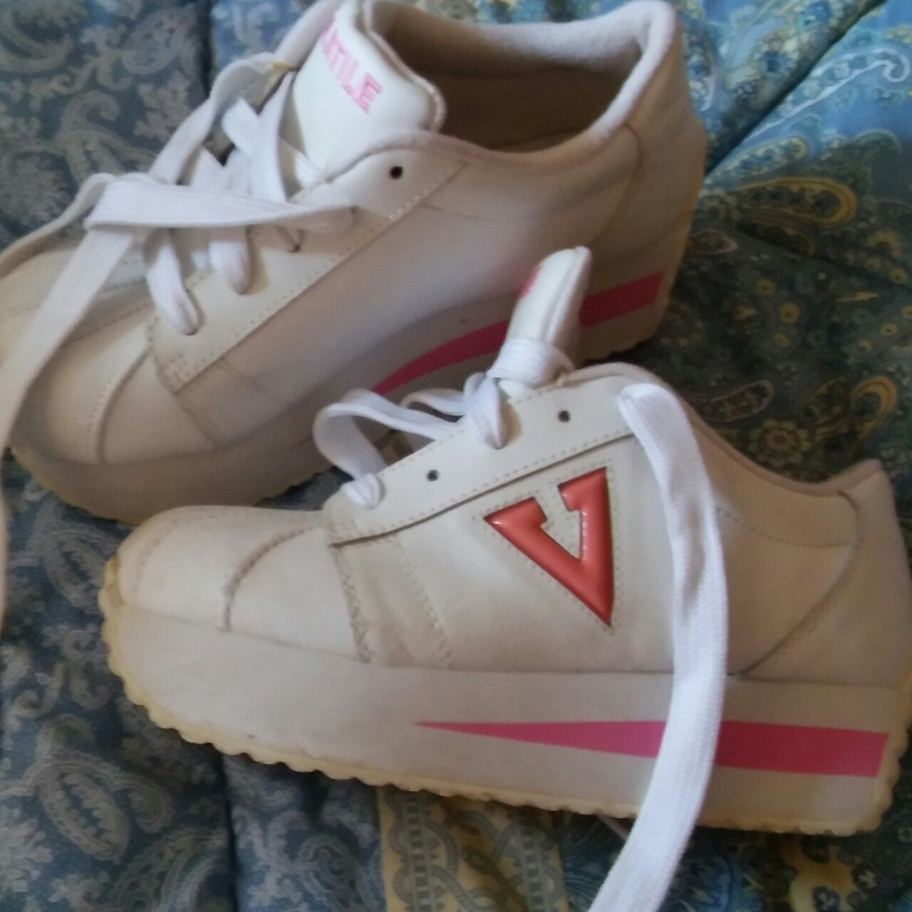 25a2c6e63ebf VOLATILE PLATFORM SNEAKERZ Like new