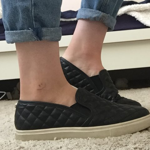 24106cf61a7 Steve Madden Ecentrcq slip on shoes! Black quilted design so - Depop