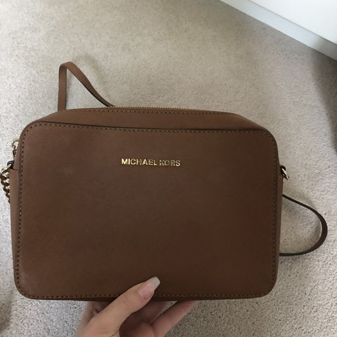 eccc1f7cc253 @ecorrigan97. last year. West Byfleet, United Kingdom. Small Michael Kors  side bag. Great condition but has been used