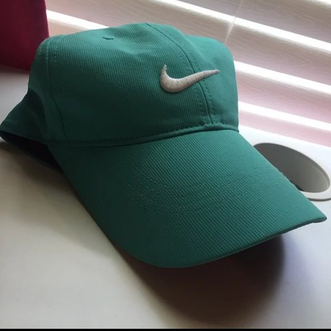 85da63a537200 Selling this Nike hat that I don t wear anymore. Has visible - Depop