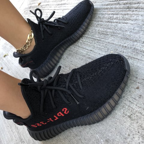 4c44a3964 Men Size 5   YEEZY BOOST 350 V2  BRED    CP9652   USED   In - Depop