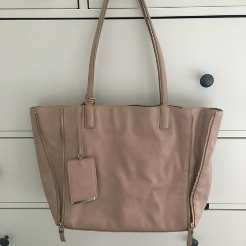eb54c7dfab7 ZARA nude slouchy bag 🌸 Perfect condition Open to budge on - Depop