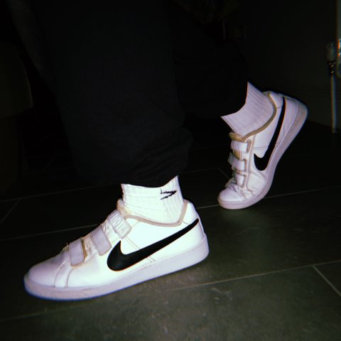 5323e7f4462 vintage Nike Velcro white trainers - a little dirty but can - Depop