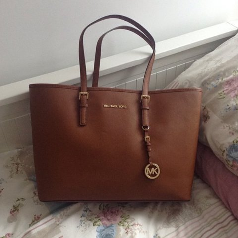 23d463a2c6fd @cnewton123. 2 years ago. Carlton, United Kingdom. GENUINE Michael kors  medium tan bag!