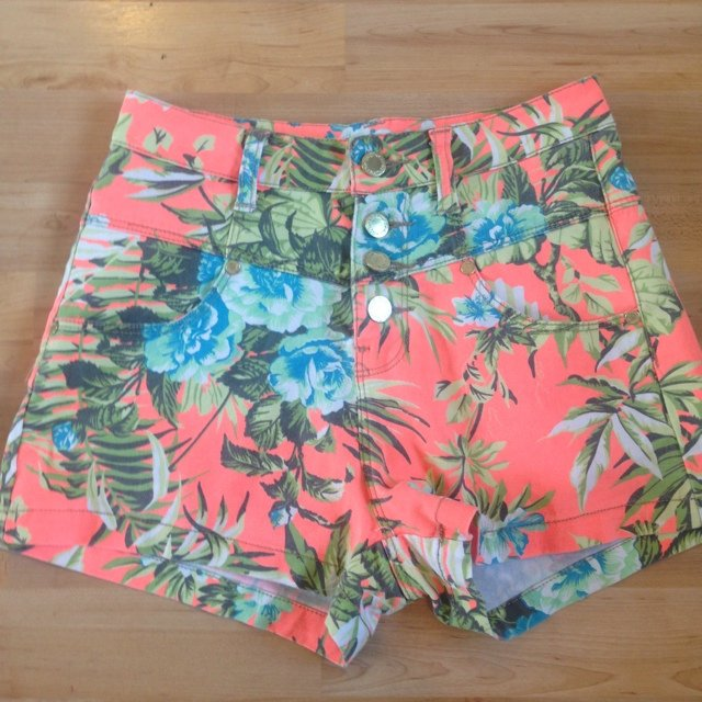 c28d9f7cc6 Tropical print high waisted shorts from primark worn once 8 - Depop