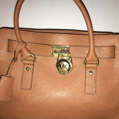 44a5c4f419a2e7 @kennedypreval. 2 years ago. Atlanta, United States. brown genuine leather  MK purse. in very good condition ...
