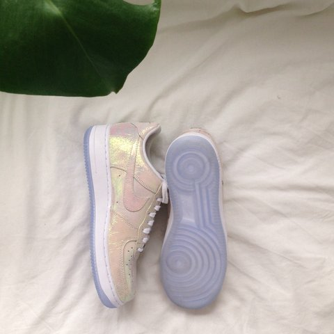 the latest c98d2 51001 Limited edition Iridescent Pearl Nike- 0