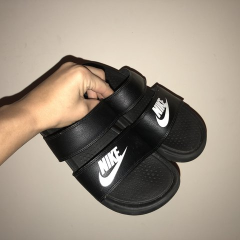 a78d525469f6 🔸Nike double strap benassi pool slides 🔸Size 5 🔸Worn the - Depop