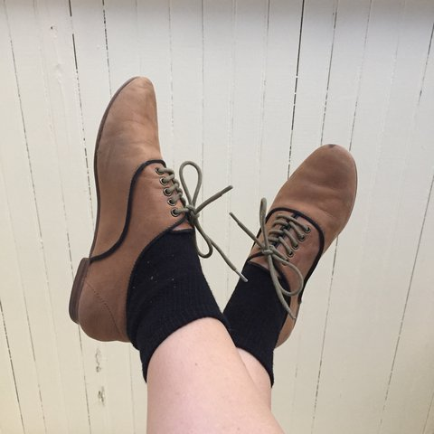 b1f50e4be16 •PRICE REDUCED• Beautiful vintage Steve Madden oxfords. with - Depop