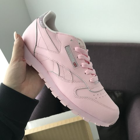 ffb30b8c892 pink metallic back reebok trainers. Brand new! Never been in - Depop