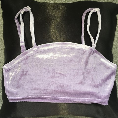 ec00d731dbfe67 🦄 Pretty little thing lilac velvet strappy crop top!🦄