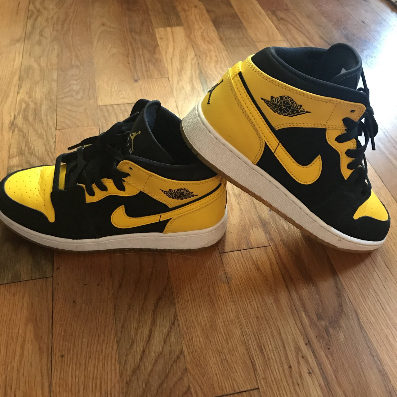 210a253303c RESERVED. DO NOT PURCHASE Jordan 1 Retro Mid New Love Only - Depop