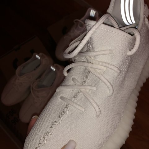 2744706d76de2 YEEZY 350 V2 Triple White👟 Men s size 8 Women s size new. - Depop