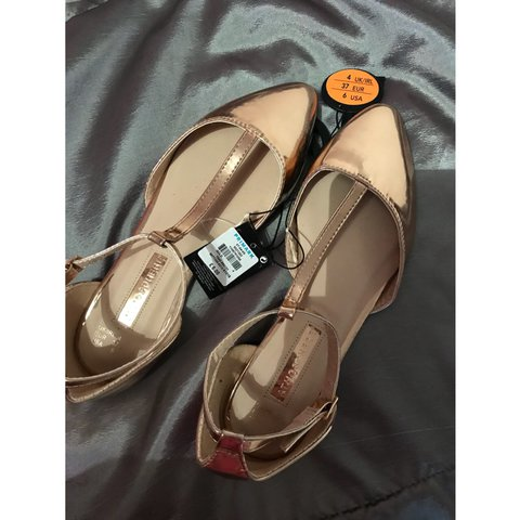 232c52b0f5b7 Pretty rose gold pointed flats • Size 4 • Brand new with • - Depop