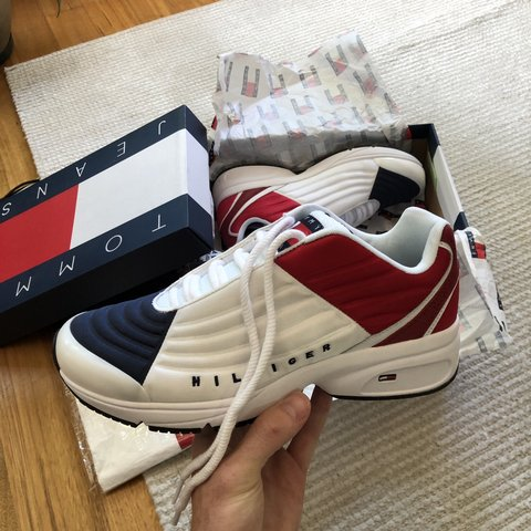 b6bfa30a3 Tommy Hilfiger Phil 2C WHITE   RED   NAVY US SIZE 9 Never - Depop