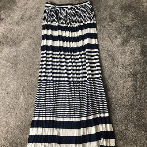 5808113a7 Navy blue and white horizontal striped jersey maxi skirt. - Depop