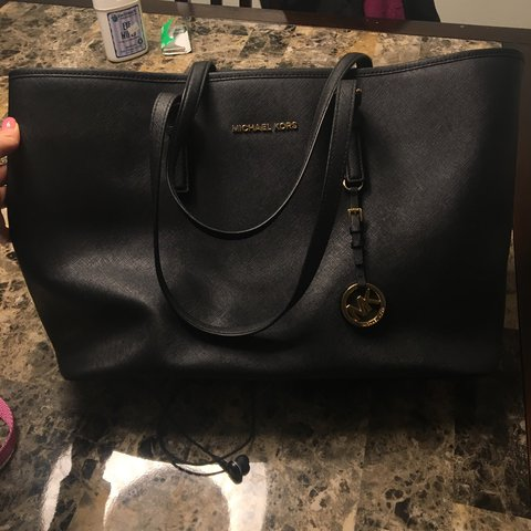 2562540613fd Selling this black Michael Kors tote in great condition! is - Depop