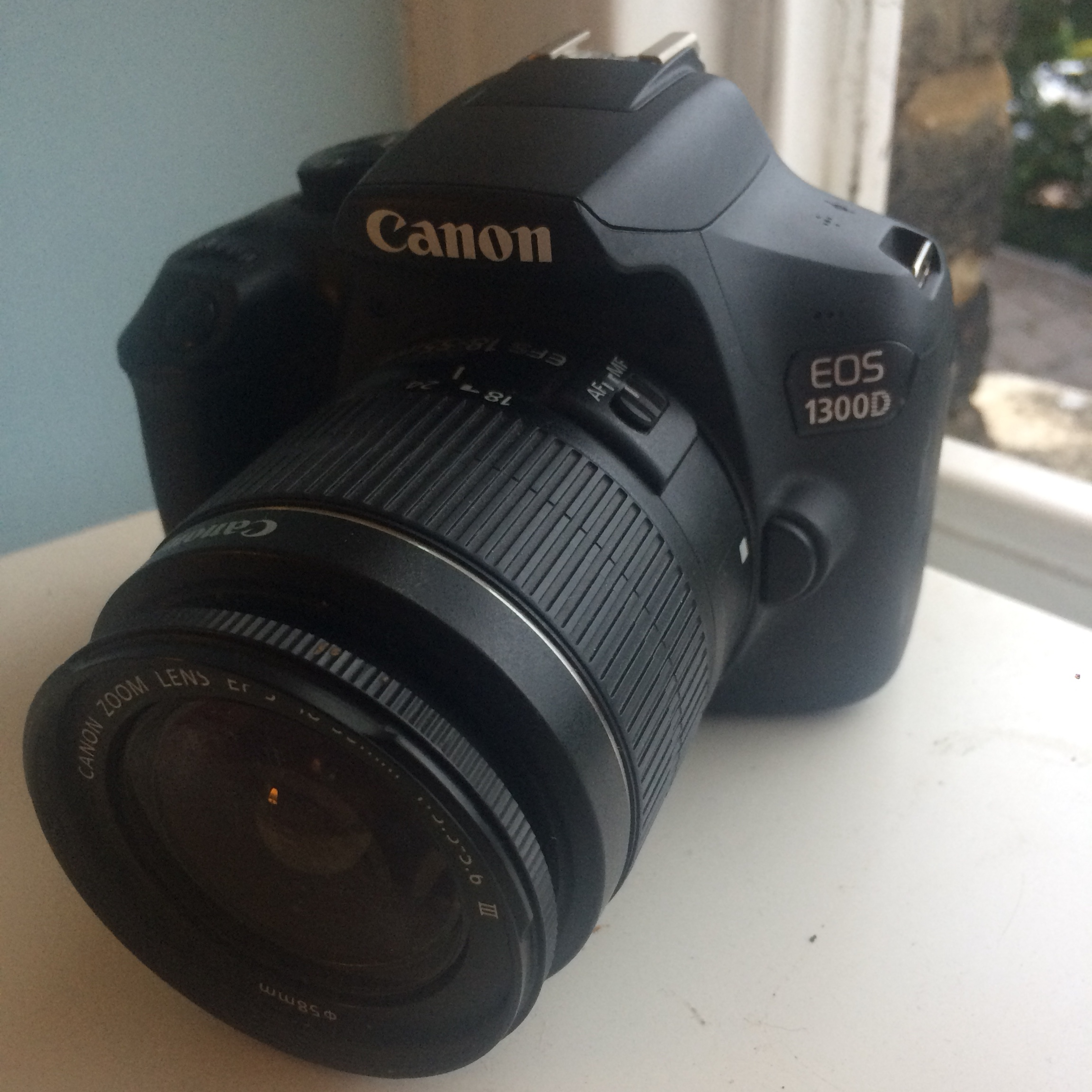 Canon EOS 1300D perfect condition comes with battery
