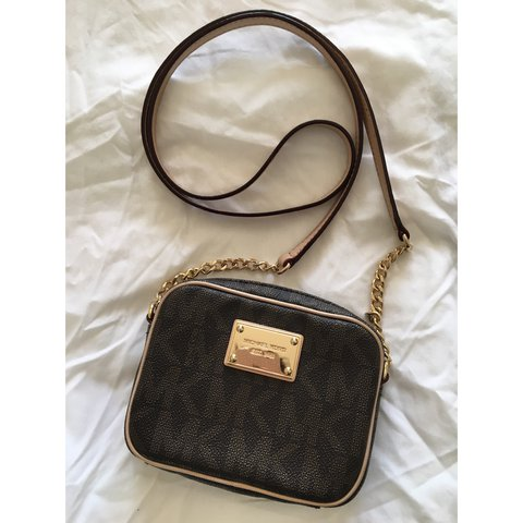 d593ce3a396a @wendy_hui88. 2 years ago. Essex, UK. Michael Kors small leather jet set crossbody  bag. Slightly worn but still in great condition.
