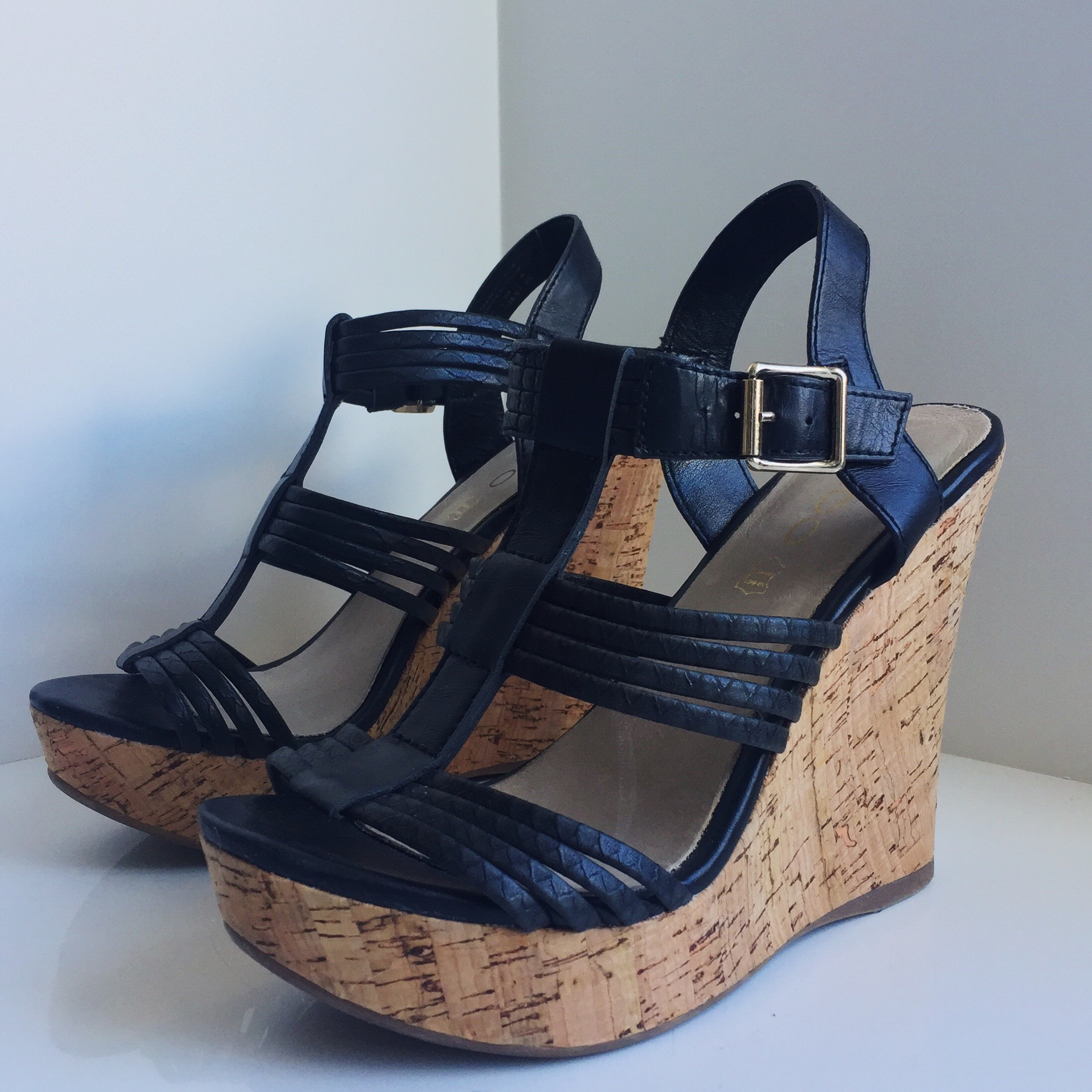 BLACK STRAPPY CORK WEDGES 👡 - These