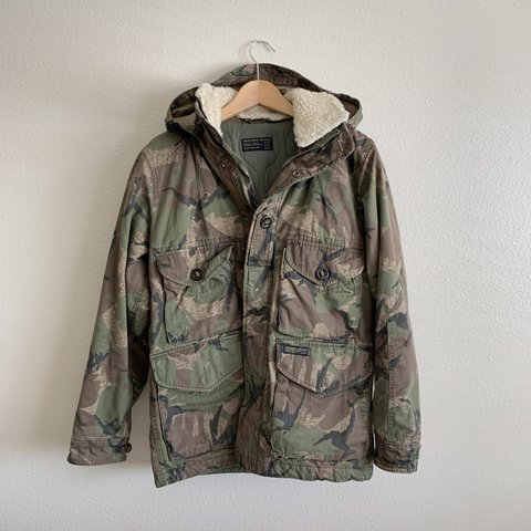 287df50f07f0a Abercrombie & Fitch Camo Hunting Jacket S - 10/10 pre-owned - Depop