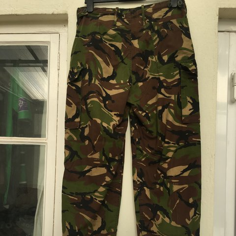 3cdbe68c60a98 • genuine combat/ camo trousers! • has rope to adjust waist - Depop