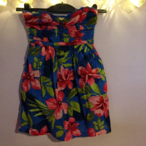 e16b302806 Hollister summer strapless sun dress floral and ditsy has so - Depop
