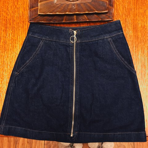 2780b5468d @numbdiva. 9 months ago. Mesquite, United States. topshop moto zipper skirt  size us 2/4.