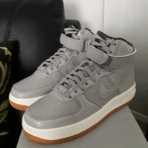 low priced 1fcd5 46086  cliffyboy. 8 months ago. Kettering, Northamptonshire, United Kingdom. Nike  WMNS Air Force 1 Hi Premium Trainers- Wolf Grey- ...