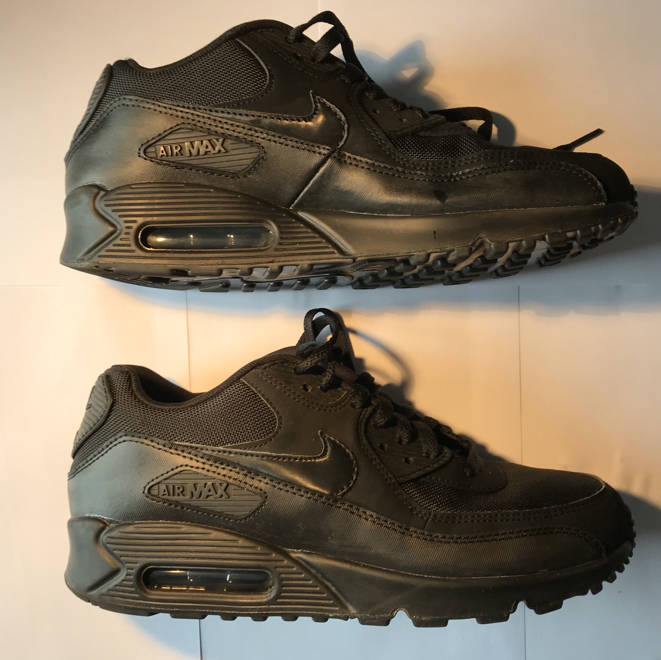 d0e7f3c9c255b Nike Air Max 90 Men s Black Leather Size 8 Good condition