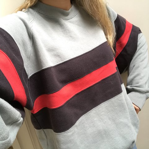 c7294c35312a3 REDUCED Unisex. Vintage grey jumper with red and black the - Depop