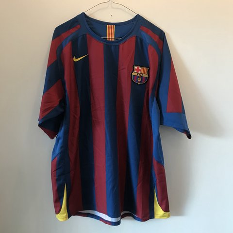 4a719992b91 FC Barcelona Home Kit 2005 06 Nike Ronaldinho 10 printed on - Depop