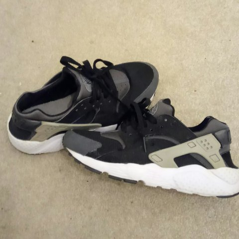 b92925273142 Size 5.5 Nike huarache Trainers Right sole starting to 3rd - Depop