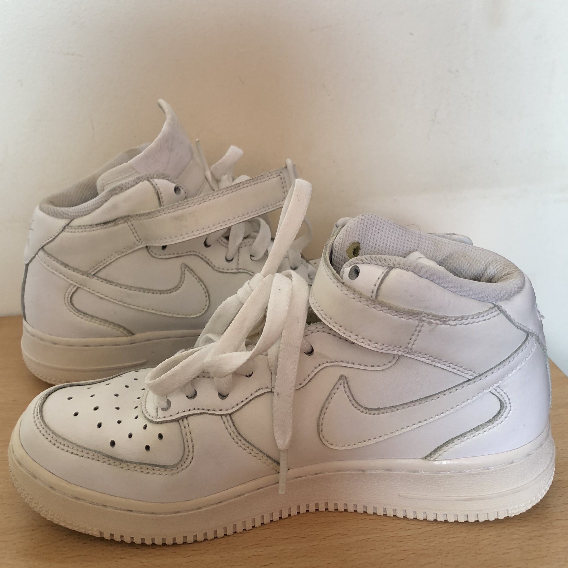 ORIGINAL NIKE AIR FORCE 1! they're the