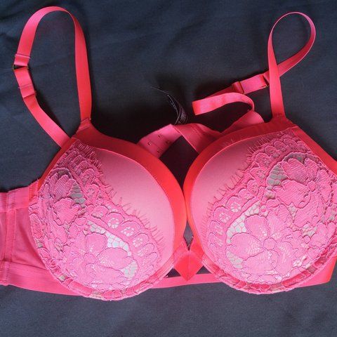 eecc82c088 Hot pink 38C lace and mesh Victoria s Secret Very Sexy Bra. - Depop
