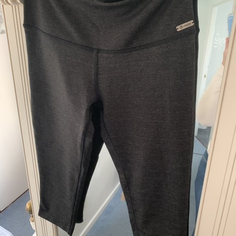 6c2d21f39a Cropped gym leggings MPG size 12 grey and black pattern - Depop