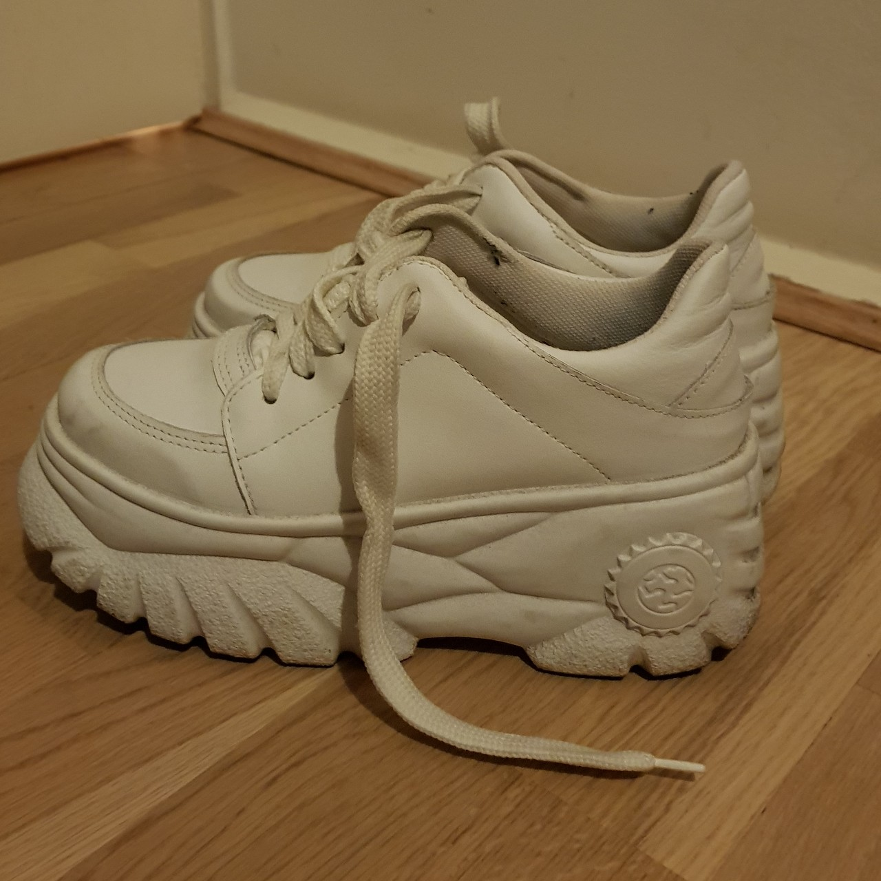 Schuh DIVA trainers in white, very