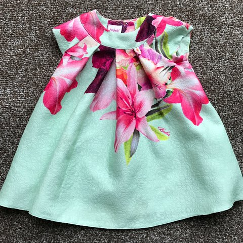 230349f03 Ted Baker baby girls dress features a botanical-inspired in - Depop