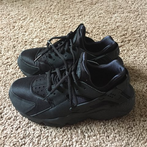517f5279afb7 Nike Huarache (6 Women) Triple Black. Love the shoes