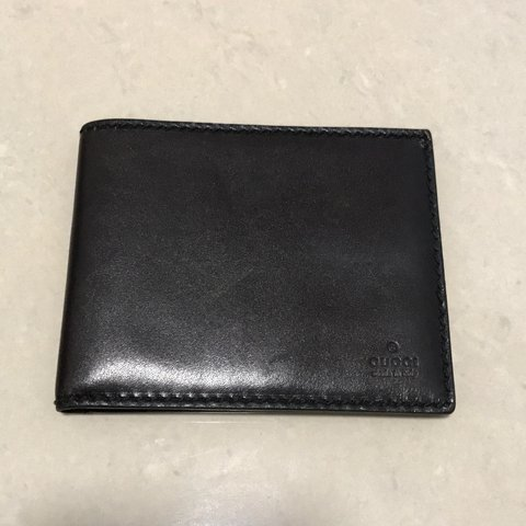 25fb94b0972 Mens Authentic Gucci Wallet. MASSIVE DISCOUNT Comes With   - Depop