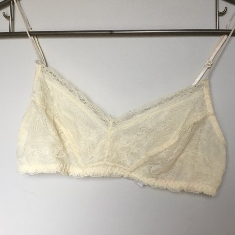 f57e6b59263a7e Off white lace bralette from Urban outfitters. Love this bra - Depop