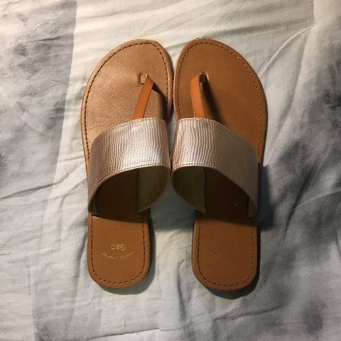 4b0fc4b76e03 Flip-flop style sandals from Gap with metallic gold detail. - Depop
