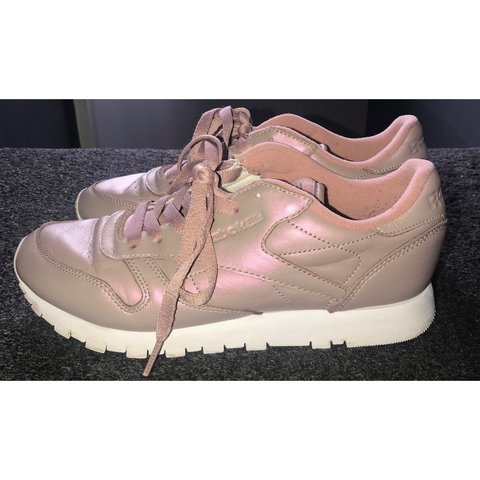 3b6d5bbca7e Reebok classic leather pearlized trainers