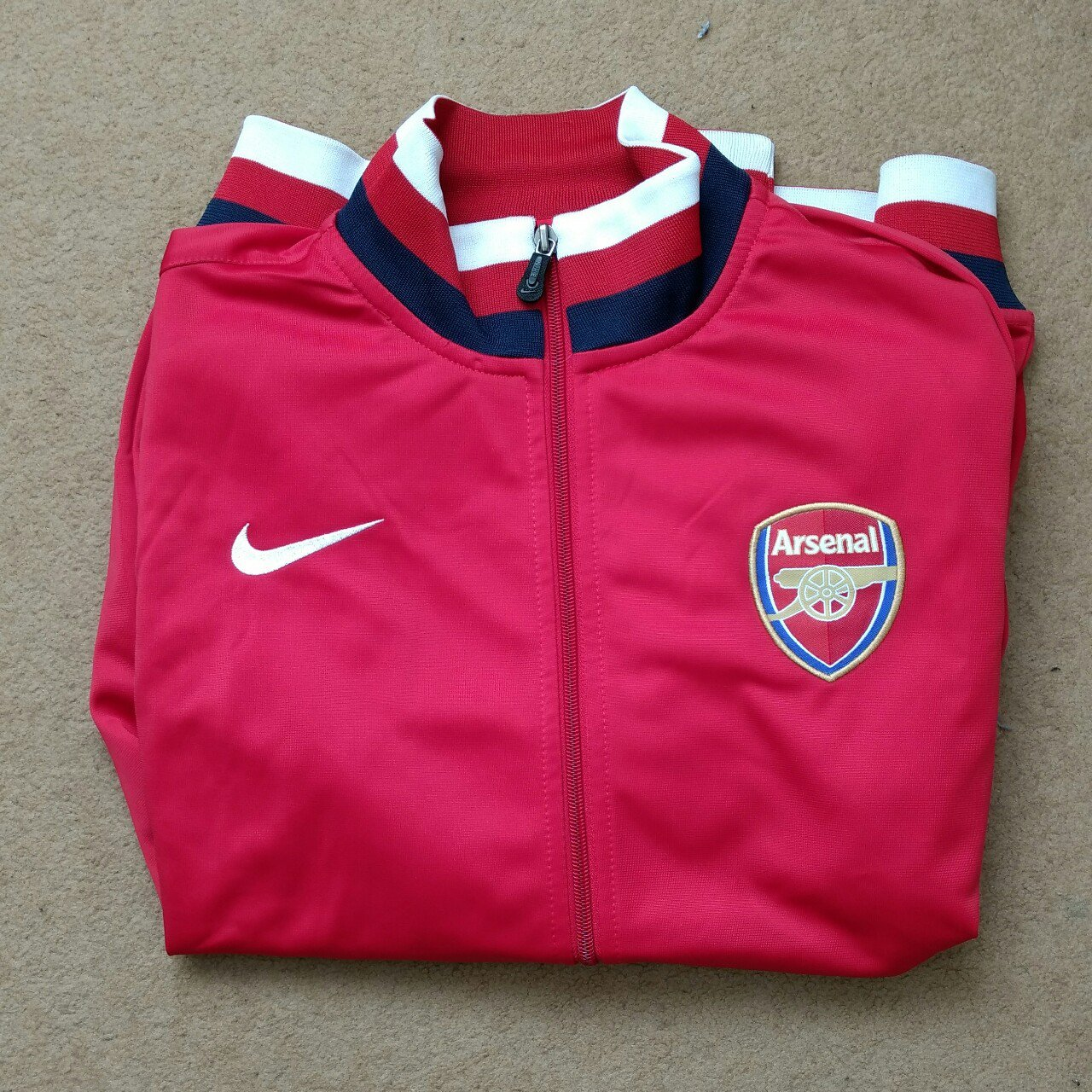 Arsenal training jacket. Perfect condition. XXL youth small - Depop ee953b130
